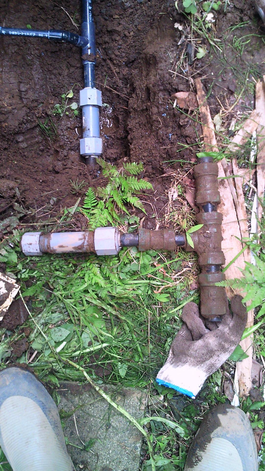 new style f922c 09f16 今日は地元のお客様より修理の依頼がありました 水道料金の検針で水道メーターのパイロットが回っていたらしく検針員の方に「たぶん 漏水してますよ  前回よりも水道 ...